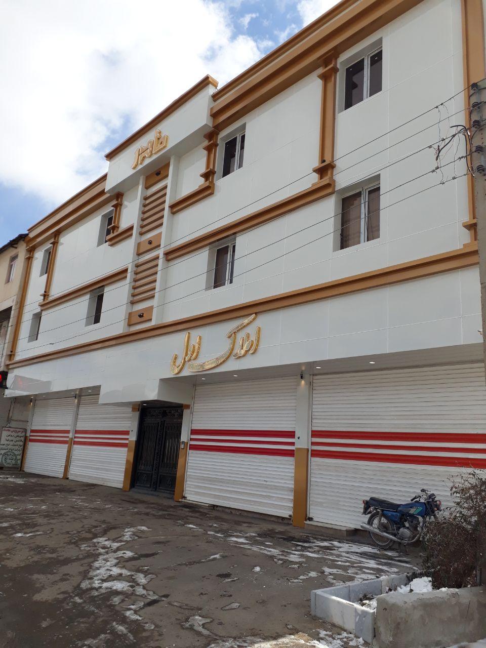 ساخت و اجرای نمای ساختمان و تابلوی فروشگاه از جنس ورق آلومینیوم کامپوزیت در مشهد . اجرای س