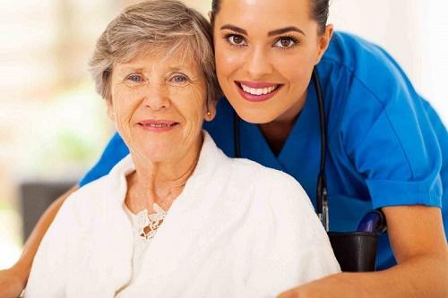 ارائه خدمات سالمندان در منزل