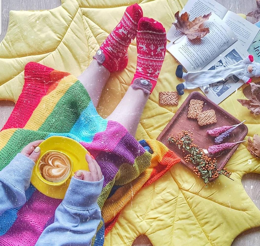یک پیج پر از جورابهای رنگی